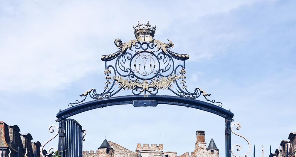 portail chateau de chazeron