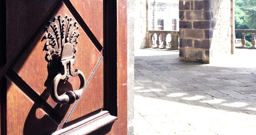 porte chateau de chazeron
