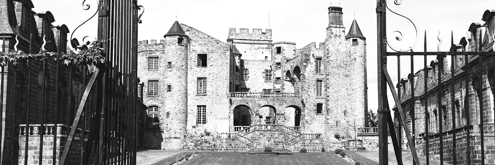 vue chateau de chazeron