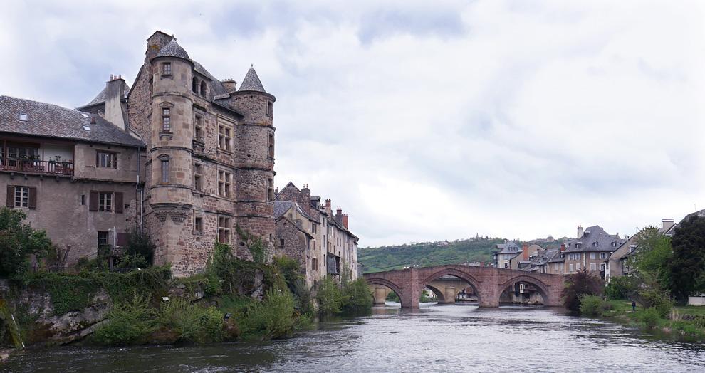 chateau et pont vieux à Espalion