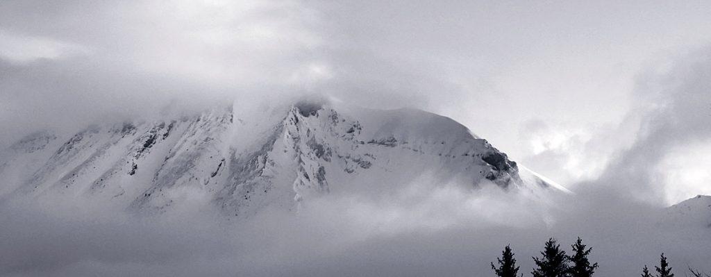 massif du devoluy, dans les nuages