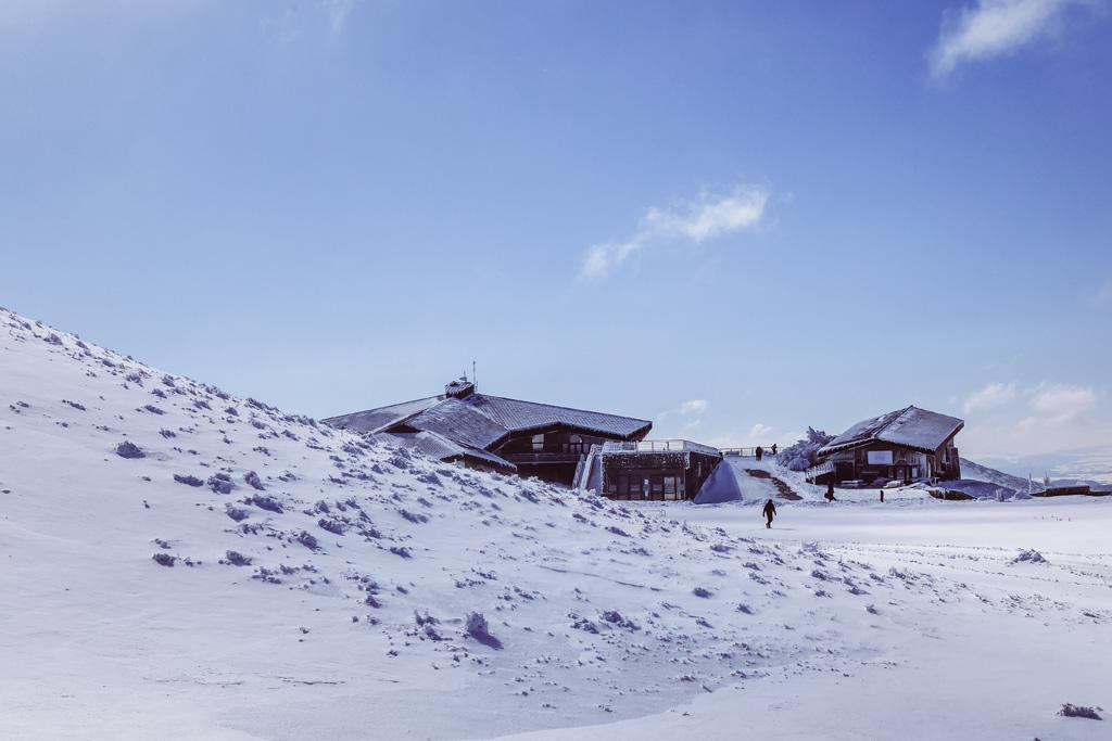sommet du puy de dome sous la neige